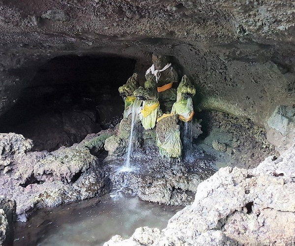 HOLY WATER TANAH LOT TEMPLE | Bali Golden Tour